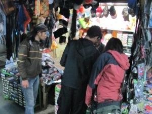 berburu barang di Pasar Tumpang